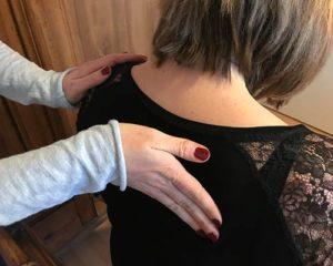 Schwangere bekommt eine wellnessmassage