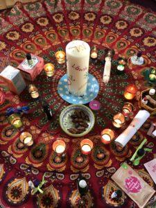 Blessingway-Kerze in Kreismitte
